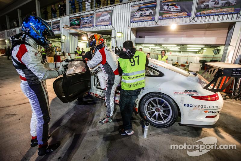 Boxenstopp für #97 GDL Racing, Porsche 991 Cup: John Iossifidis, Wee Lim Koeng, Michael Spiridinov,