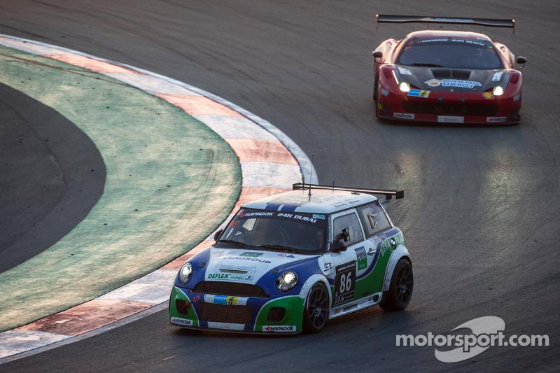 #86 Besaplast Racing Mini Cooper S JCW: Franjo Kovac, Fredrik Lestrup, Kai Jordan, Henry Littig, Heiko Hammel