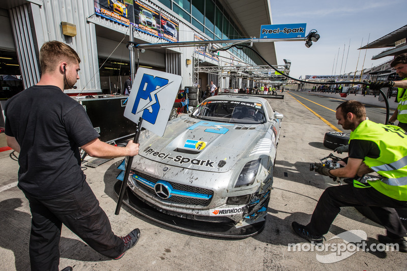 Pit stop for #18 Preci - Spark Mercedes SLS AMG GT3: David Jones, Godfrey Jones, Philip Jones, Garet