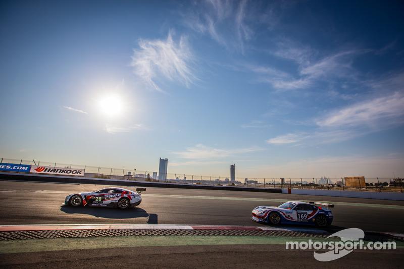 #28 KPM Racing, Aston Martin Vantage GT3: Paul White, Stefan Mücke, Jonny Adam und #169 Speedworks M