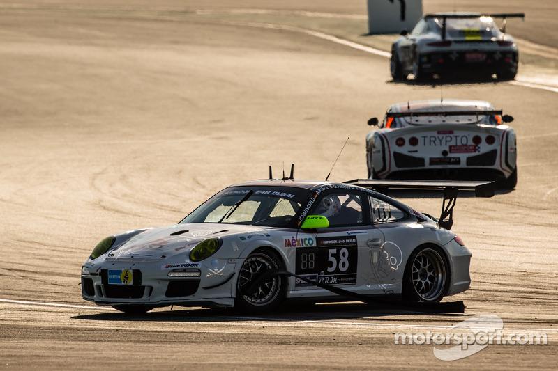 #58 HRT Performance Porsche 997 Cup: Andreas Marc Riedl, Santiago Creel, Kim Hauschild, Oscar Arroyo в біді