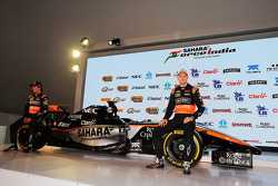 (Von links nach rechts): Sergio Perez, Sahara Force India F1, mit Teamkollege Nico Hülkenberg, Sahara Force India F1