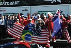 Pódio: vencedores: Scott Dixon, Kyle Larson, Jamie McMurray e Tony Kanaan, Chip Ganassi Racing