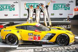 Pódio GTLM: #3 Corvette Racing Chevrolet Corvette C7.R: Jan Magnussen, Antonio Garcia, Ryan Briscoe