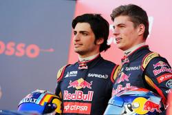 (da sinistra a destra): Carlos Sainz Jr., Scuderia Toro Rosso con Max Verstappen, Scuderia Toro Rosso