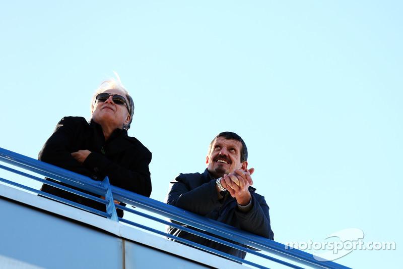 (从左到右)吉尼·哈斯,哈斯汽车主席和古恩瑟·斯坦尔,哈斯F1车队主席