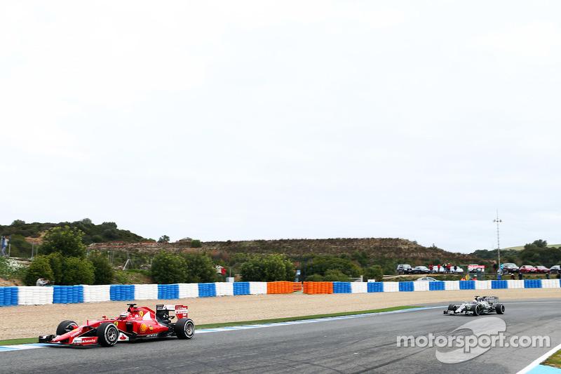 Kimi Räikkönen, Ferrari SF15-T, vor Nico Rosberg, Mercedes AMG F1 W06