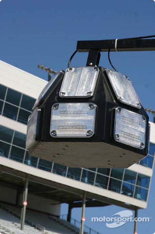 Nouveau système de lumières en NASCAR, qui indique quand les stands sont ouverts