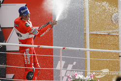 Podium: champagne for Troy Bayliss