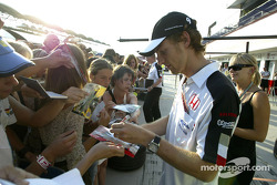 Jenson Button signs autographs