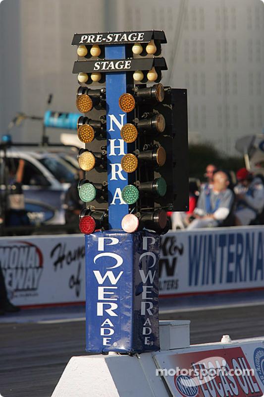 Un sapin de Noël au Pomona Raceway