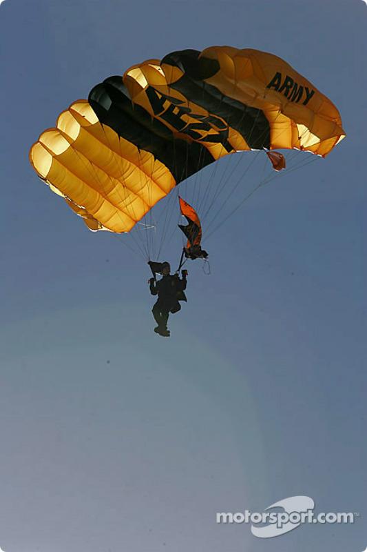 Un parachutiste Golden Knights