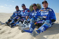Los pilotos de Gauloises KTM Cyril Despres, Alfie Cox, Fabrizio Meoni y Jean Brucy