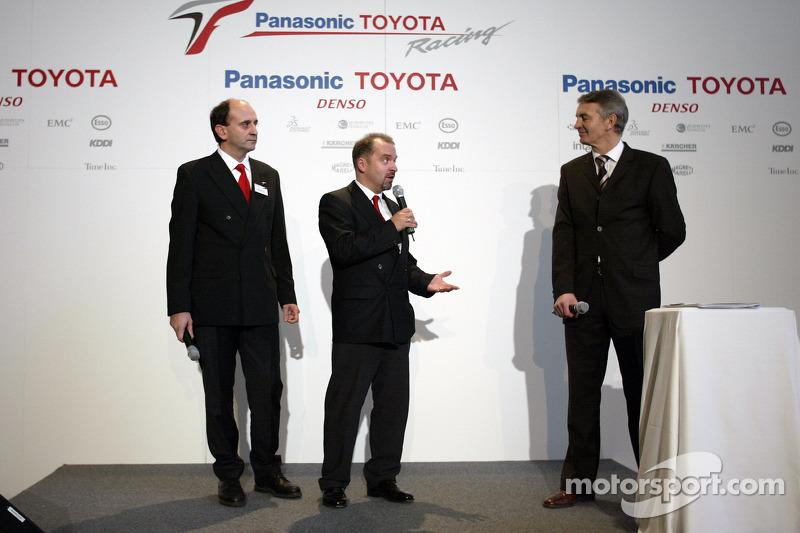 Luca Marmorini ve Mike Gascoyne ve Tony Jardine