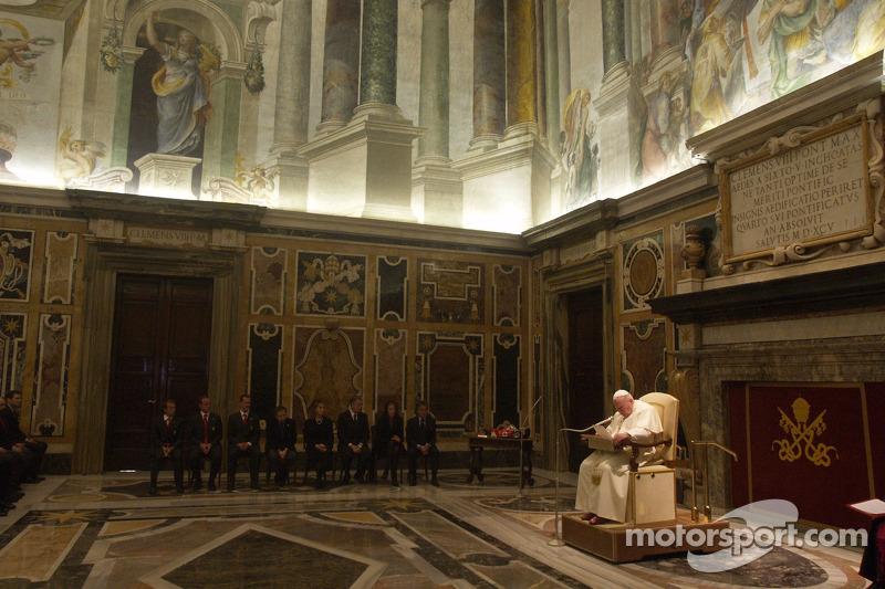 Делегація Ferrari на аудієнції у Папи Римського Івана Павла ІІ