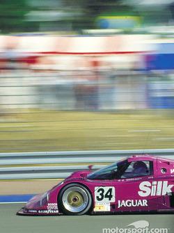 #34 Silk Cut Jaguar Jaguar XJR-12: Teo Fabi, Kenny Acheson, Bob Wollek