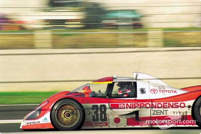 #38 Toyota Team Tom's Toyota TS010: Geoff Lees, Jan Lammers, Juan-Manuel Fangio II