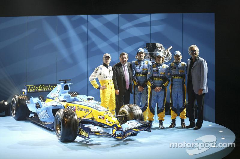 Хейккі Ковалайнен, Патрік Фор, Франк Монтаньї, Фернандо Алонсо, Джанкарло Фізікелла та новий Renault R25