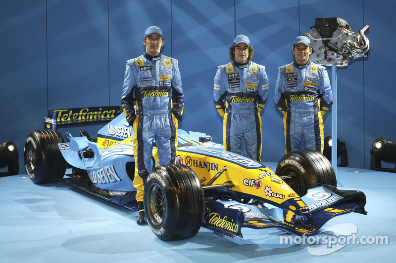 Franck Montagny, Fernando Alonso and Giancarlo Fisichella with the new Renault R25