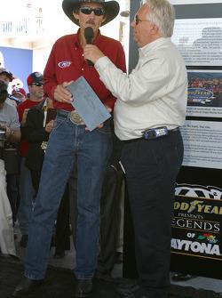 Richard Petty receives the Legends of Daytona Award