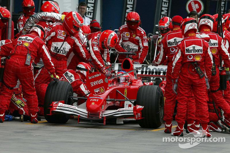 Parada de pits para Rubens Barrichello