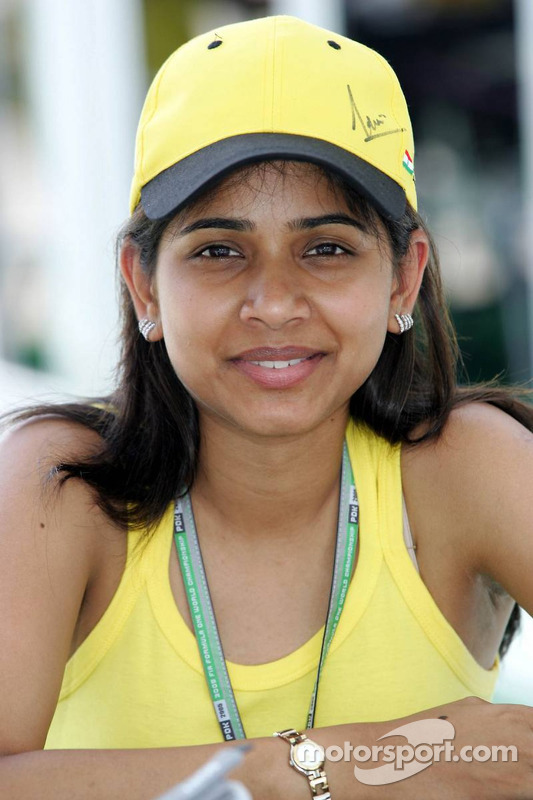 Esposa de Narain Karthikeyan Pavarna