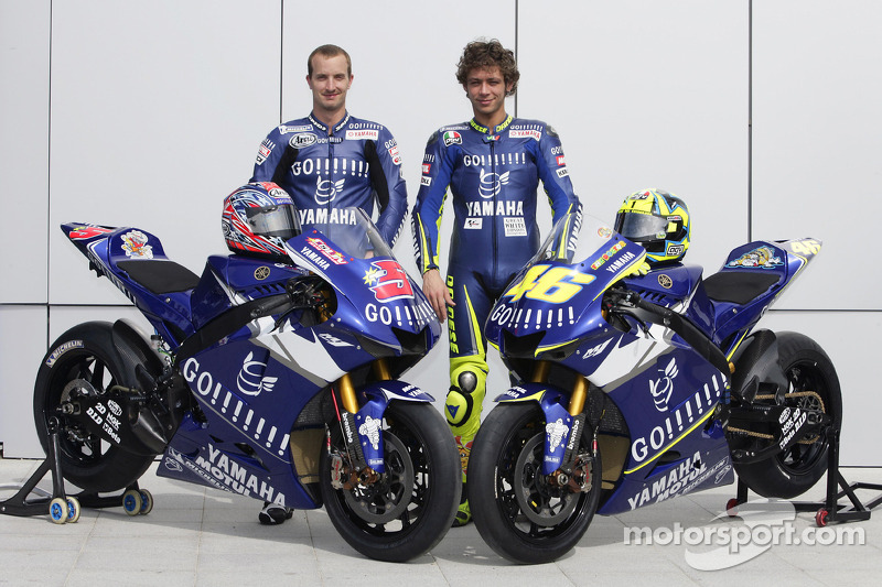 Gauloises Yamaha Team photoshoot: Valentino Rossi and Colin Edwards at Spanish GP