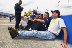 Scott Riggs' crew waits for qualifying