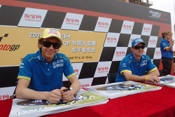 Autograph session: Valentino Rossi and Colin Edwards