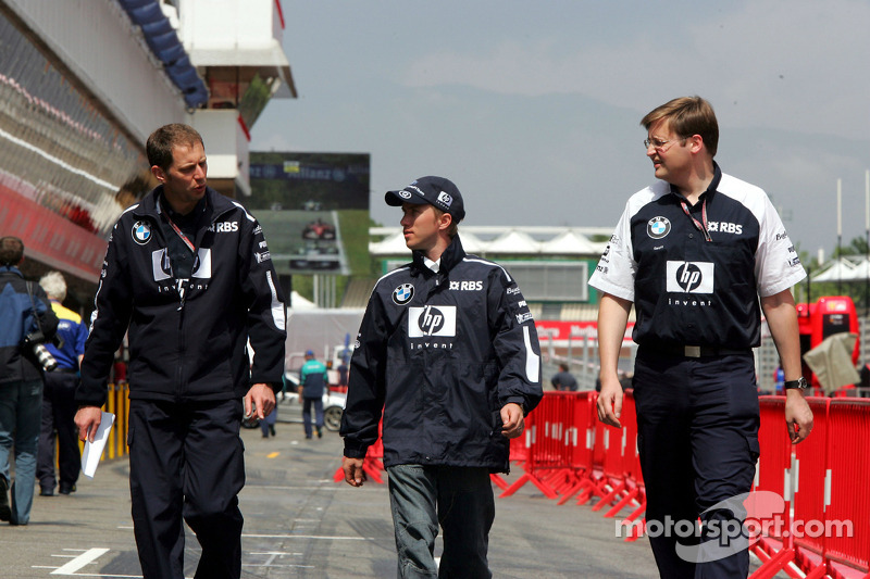 Nick Heidfeld with Williams-BMW team members