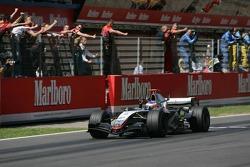 Kimi Raikkonen taglia il traguardo