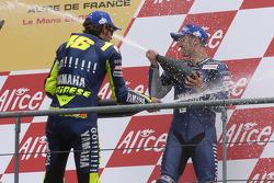 Podium: champagne for Valentino Rossi and Colin Edwards