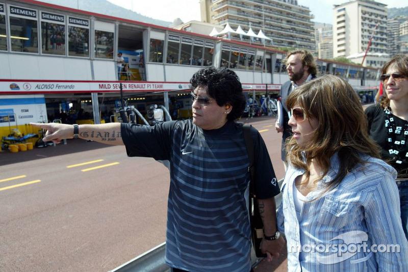 Diego Maradona con su hija