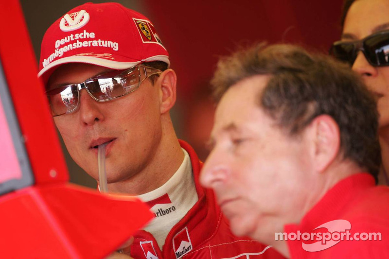 Michael Schumacher se ve en los resultados de la carrera