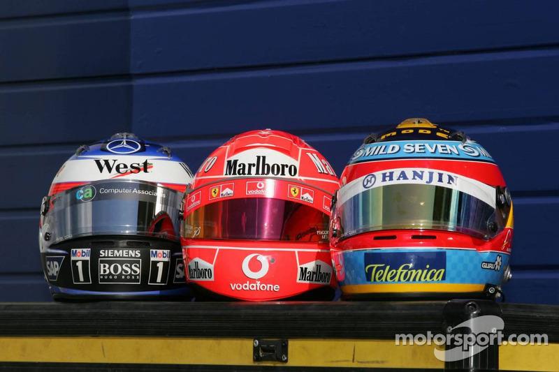 Foto de pilotos, cascos de F1