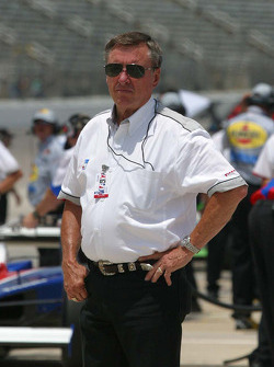 Johnny Rutherford watches practice