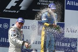 Podium: champagne for Fernando Alonso and Kimi Raikkonen
