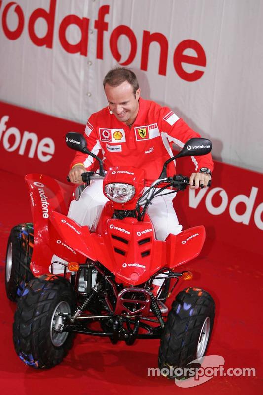 Evento de Vodafone en Hockenheim Talhaus: Rubens Barrichello pinta una cuatrimoto
