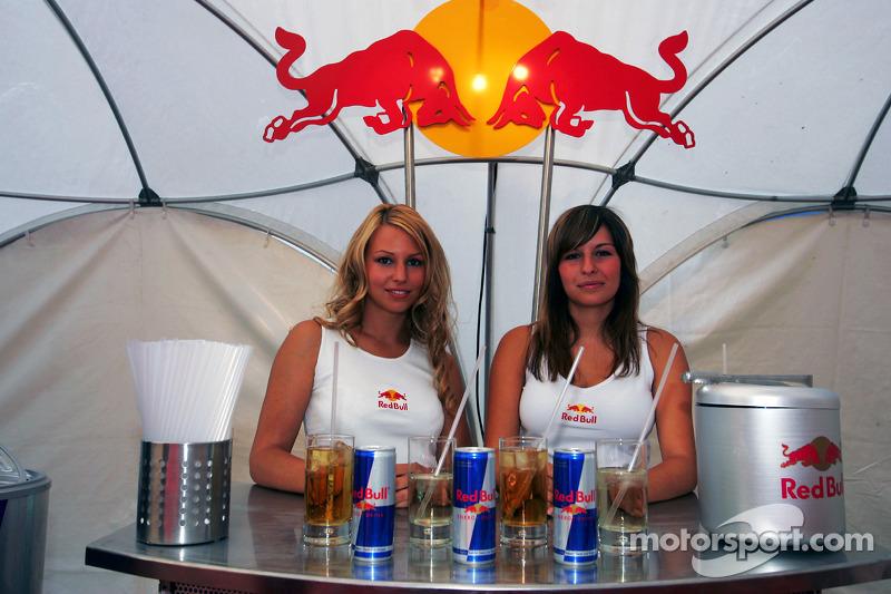 Red Bull Petit Prix en Manheim: encantadoras hostes de Red Bull