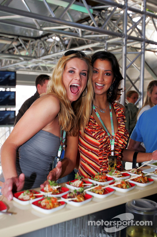 Red Bull Racing Chilled Thirstday part: Chicas Formula Unas