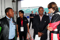 Tokyo Sexwale, A1 Team South Africa Seat-Holder talks with Stephen Simpson, A1 Team South Africa