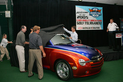 Larry Deas (DuPont), Terry Angstadt (IMS) and Mel Harder (IMS) unveil the 2006 Chevy SSR Pace Vehicle as Jim Campbell watches on