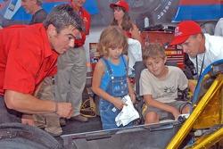 Jeremy Joyner shows car