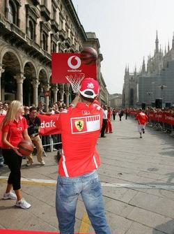 Vodafone race event in Milan: Michael Schumacher plays basketball