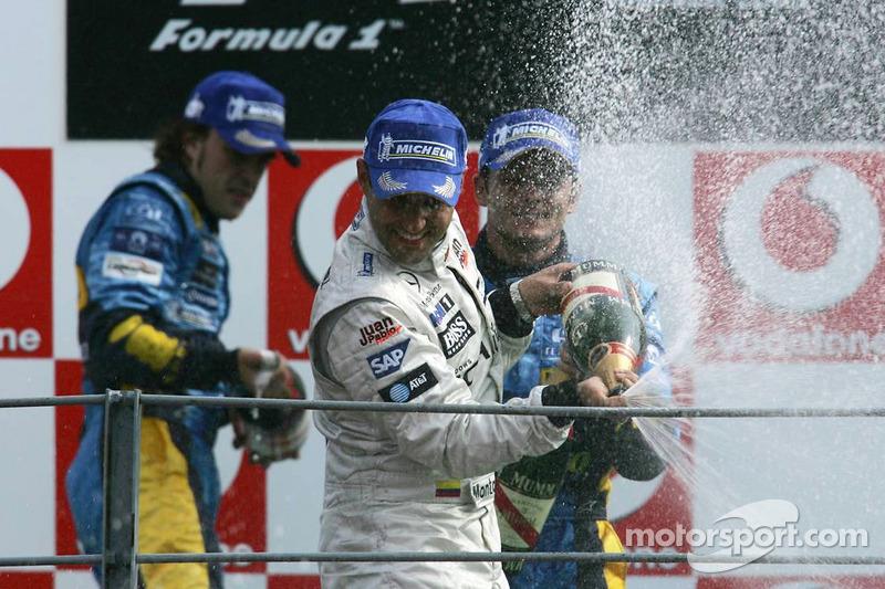 2005. Подіум: 1. Хуан-Пабло Монтойя, McLaren-Mercedes. 2. Фернандо Алонсо, Renault. 3. Джанкарло Фізікелла, Renault