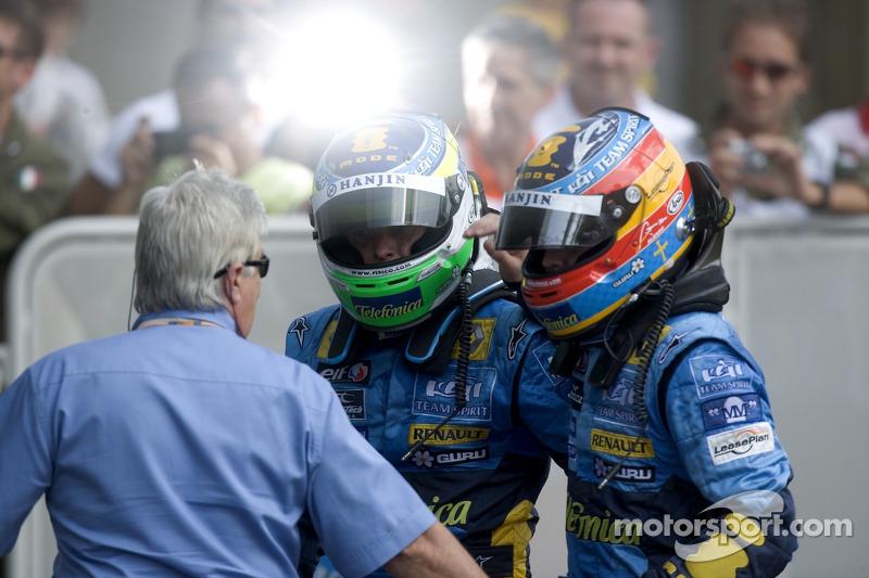 Giancarlo Fisichella y Fernando Alonso celebran