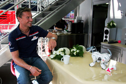 David Coulthard and the Sony Aibo robot dog
