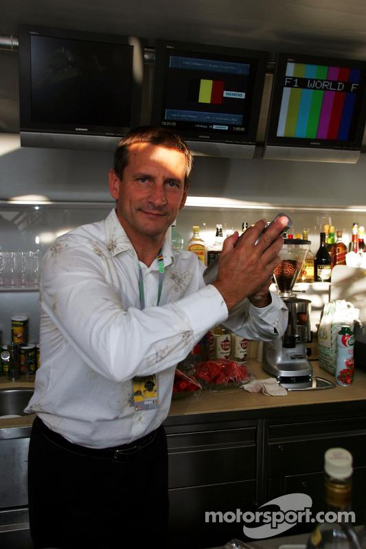 Thirstday fría en Red Bull Racing de la estación de energía