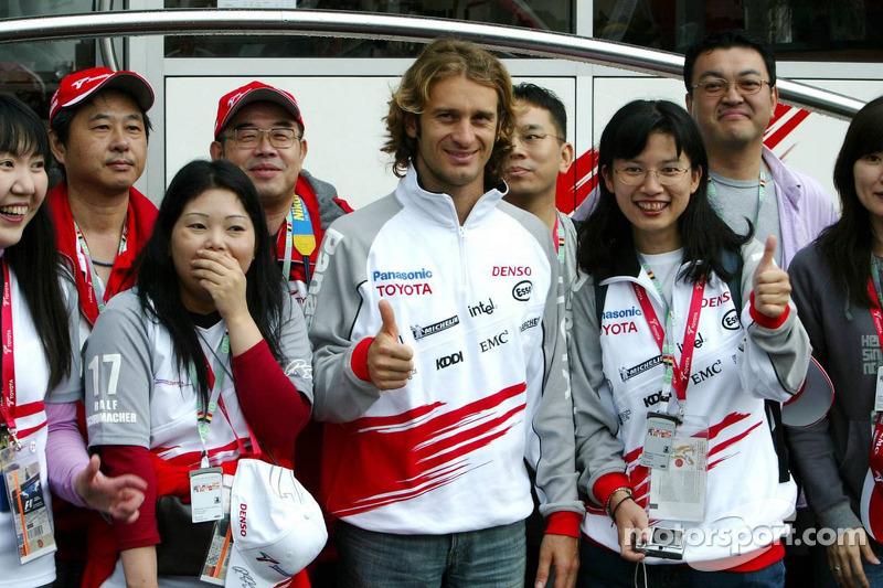 Jarno Trulli con los fans japoneses