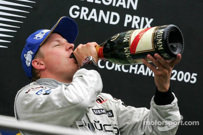 Podio: champagne para Kimi Raikkonen
